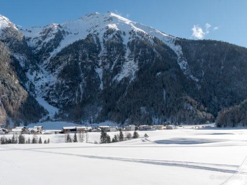 Loipen in der Sonne und frostiger Klettersteig